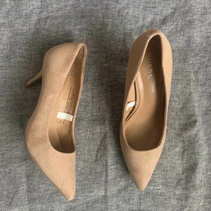 Merona beige pointed tow faux suede pumps